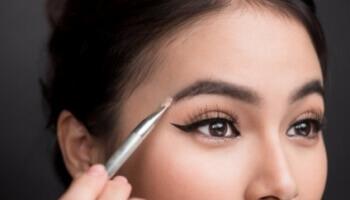 Maquillage des sourcils: la tendance graphique
